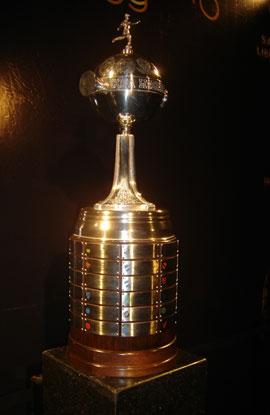 Os campões da Copa Libertadores têm seus nomes gravados na Taça.