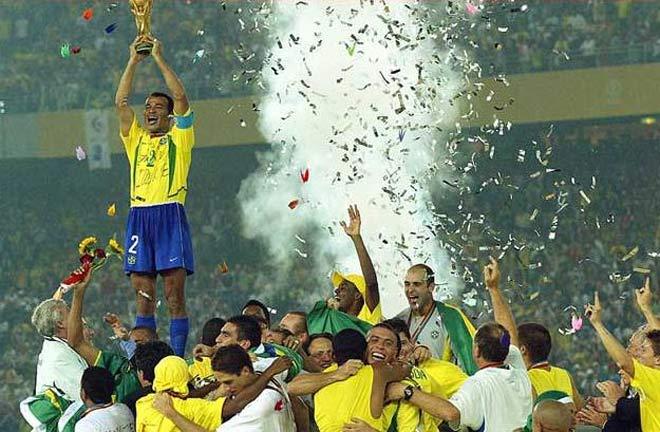 O Brasil é o maior campeão  de Copas do Mundo. São 5 taças ao todo.