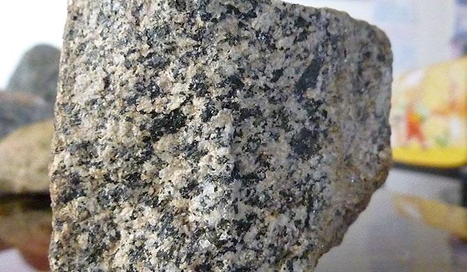 O granito é uma rocha composta por três minerais.