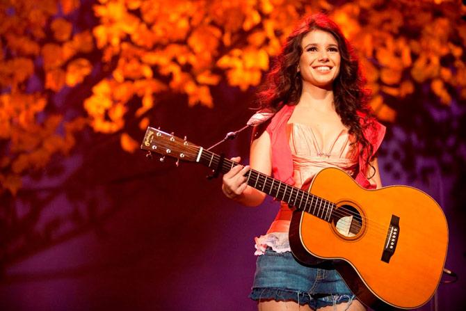 Mais do que uma bela voz, uma carisma natural que a cantora tem, envolve os fãs. (Foto: Reprodução)
