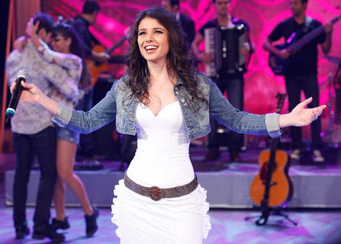 Paula Fernandes participando em programas ao vivo (Foto: Reprodução)
