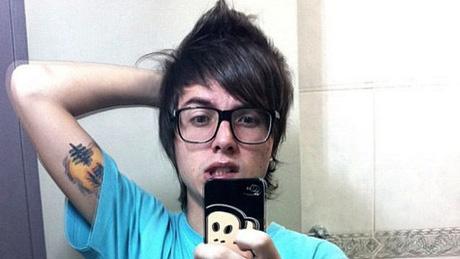 Foto novo corte de cabelo de pe lanza da banda restart