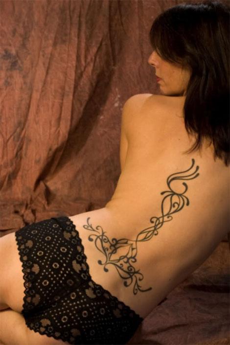 Tatuagem tribal em mulheres