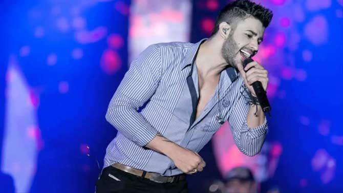 Gustavo Lima 2015 cantando