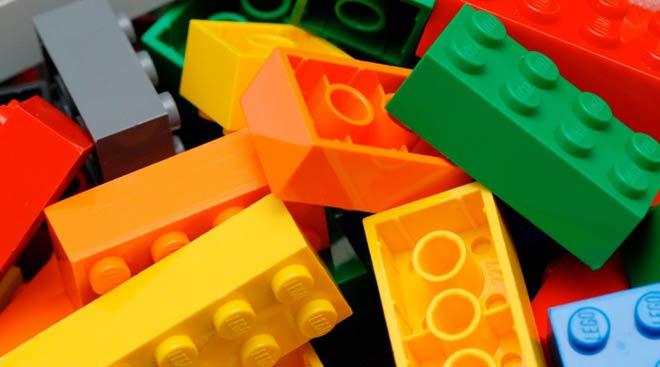 Este sistema simples de blocos colorido roubou nossos corações e são feitos de plástico.
