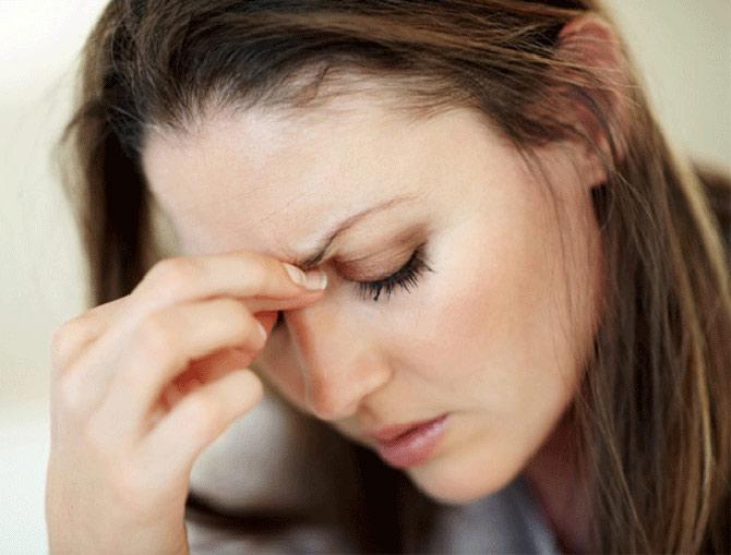 A enxaqueca atinge um percentual maior nas mulheres do que em homens.