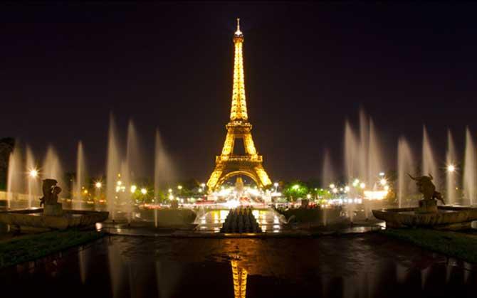 Para iluminação do local a torre conta com 5.000.000.000 de lâmpadas