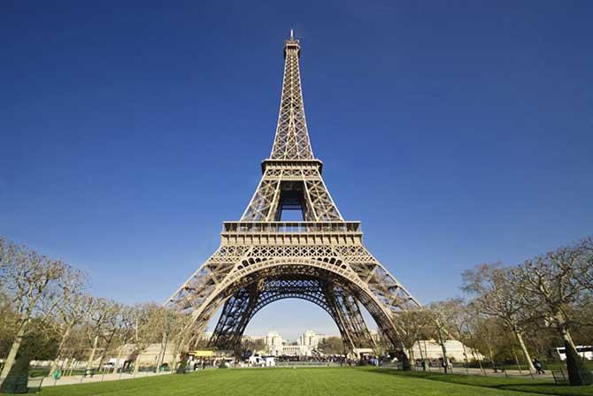 A Torre Eiffel é o ponto turístico mais visitado da Europa