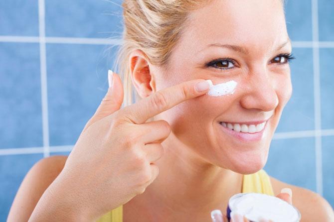 Os cremes ajudam a manter a pele livre de rugas (Imagem: Reprodução)