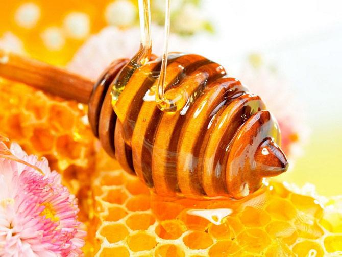 O mel é amplamente usado em receitas de xaropes caseiros. (Foto: Reprodução)