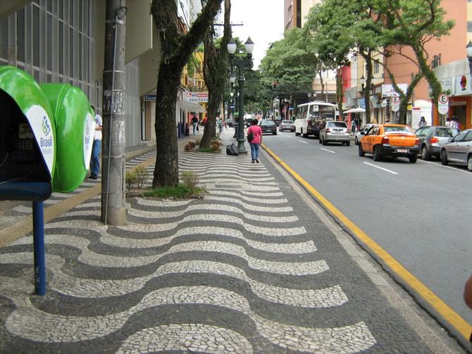 Rua limpa em Coritiba