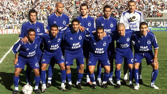 O clube que mais pontuou em um único campeonato brasileiro foi o Cruzeiro em 2003, com um total de 100 pontos.
