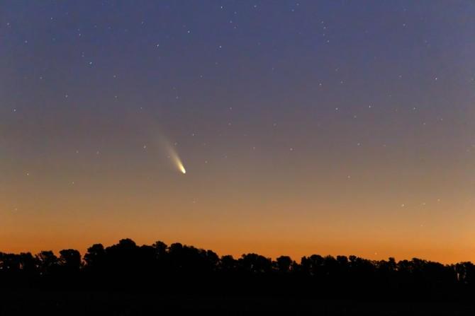 A estrutura do cometa é dividida em três partes: núcleo, coma e cauda.