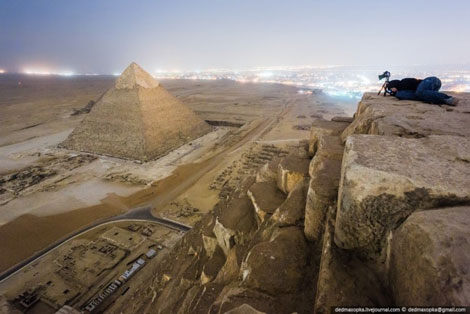 Foto do topo de uma pirâmide