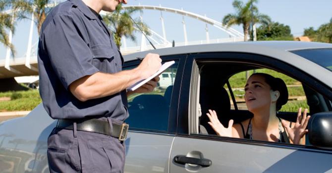 Para recorrer a uma multa, procure o JARI.