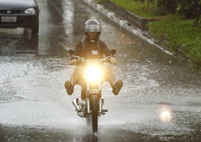 Moto na chuva