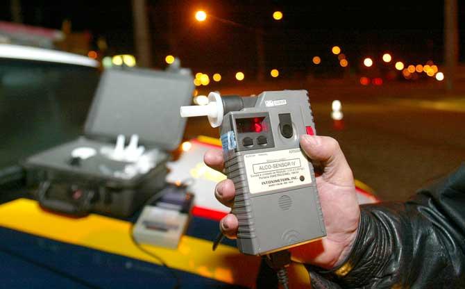 As blitz do bafômetro diminuíram consideravelmente os acidentes causados por motoristas alcoolizados;