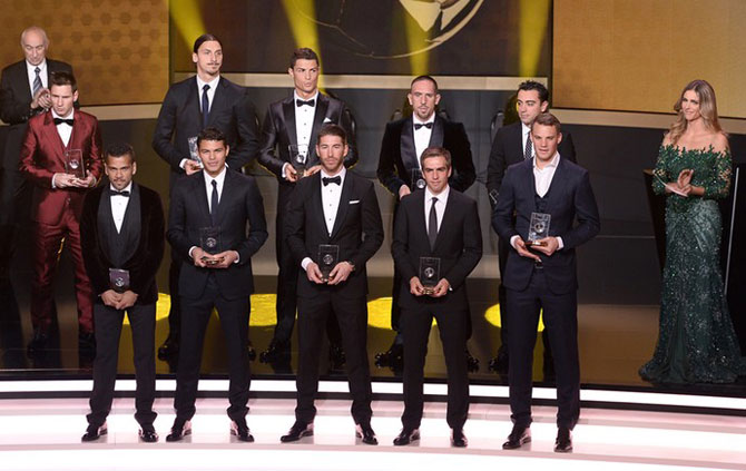 Na foto da seleção do ano, o único ausente foi Iniesta, lesionado (Foto: AFP)