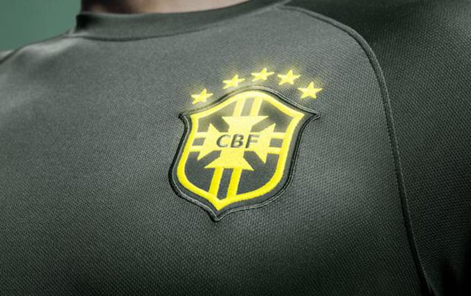 O escudo da seleção brilha no escuro (Foto: Divulgação)