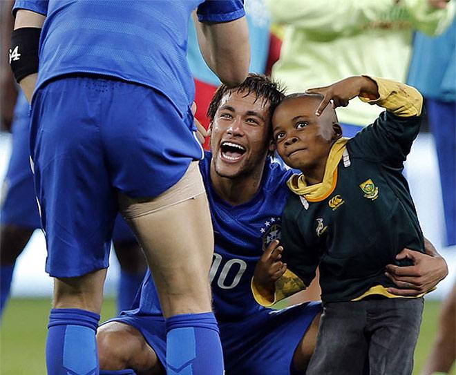 Neymar e Ayo tirando fotos juntos (Foto: ATP)