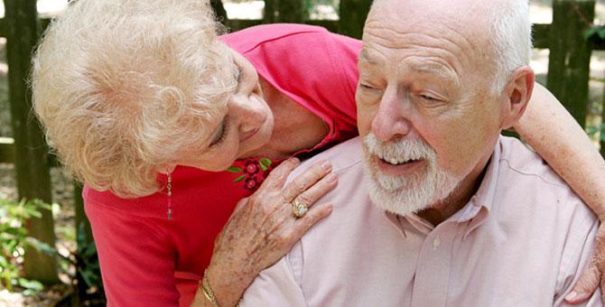 Um dos primeiros sintomas da doença é a perda da memória.