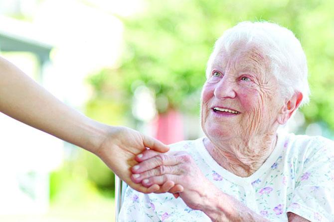 O Mal de Alzheimer atinge pessoas com mais de 65 anos.