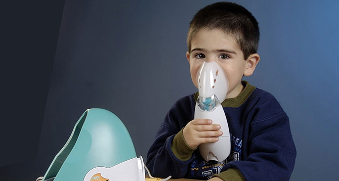 Os primeiros sintomas da asma surgem logo na infância.