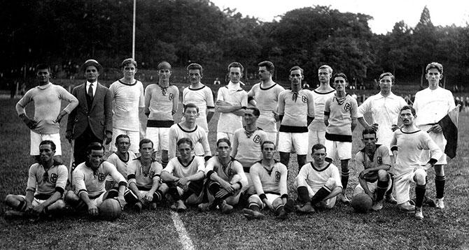 Elenco do Corinthians de 1914, ano em que o clube conquistou seu primeiro Campeonato Paulista.