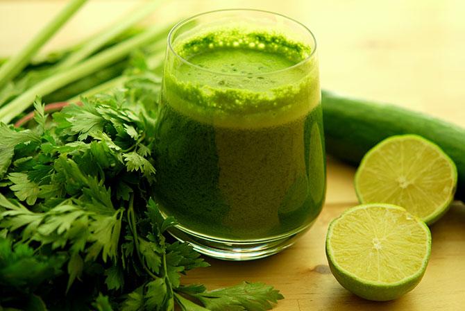 Os sucos verdes são uma excelente escolha para desintoxicar o organismo.