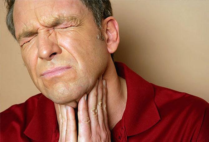 A dor de garganta é um sintoma comum em diversas doenças.