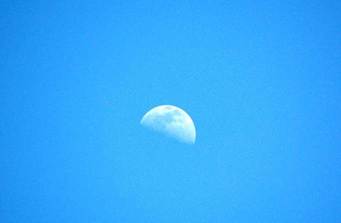 lua-durante-o-dia