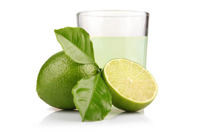 O suco de limão é uma das melhores fontes de vitamina C.