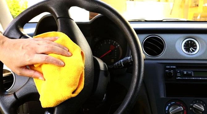 Limpar o carro antes de apresentar ao comprador é fundamental.