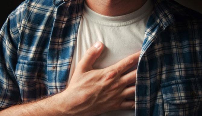 A arritmia cardíaca é uma doença que altera o ritmo dos batimentos cardíacos.