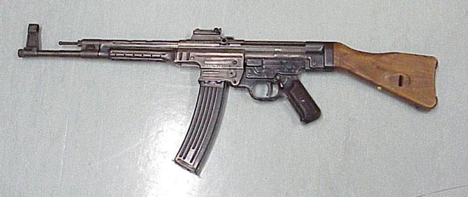 Primeiro rifle de assalto Sturmgewehr 44