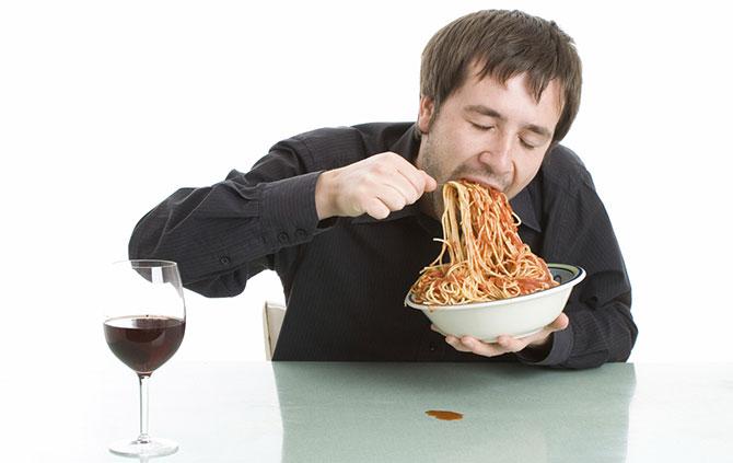 Comer rápido se tornou mania de muita gente nos últimos anos.