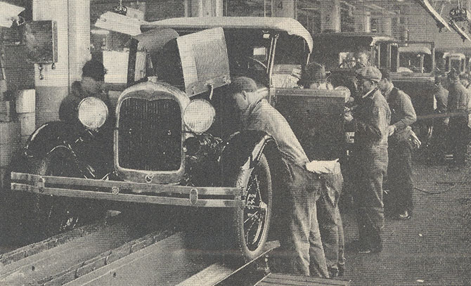 Linha de produção em massa do Ford Modelo A. (Imagem: Wikipedia/Reprodução)