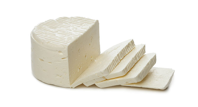 O queijo branco é mais recomendado por nutricionistas por conter menos calorias, gorduras e sal.