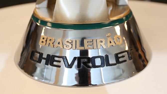 Novo troféu pesa 15 quilos e é banhada a ouro. (Foto: Rafael Ribeiro/Divulgação CBF)