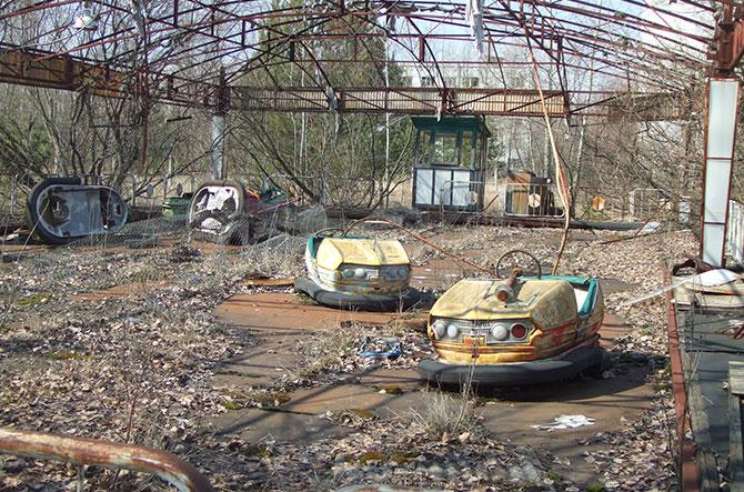Carrinhos de bate-bate abandonados em Pripyat.