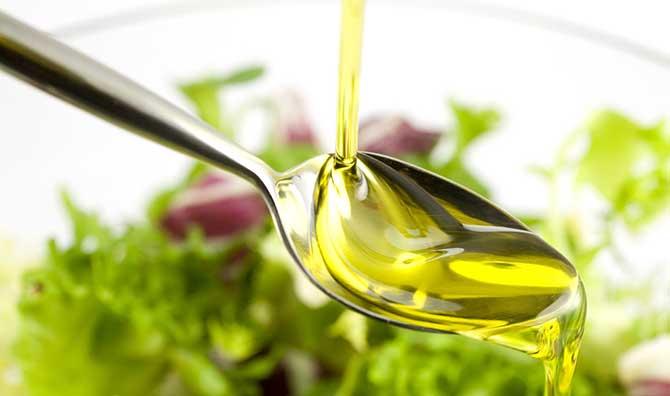 O azeite é rico em gordura, por isso tome cuidado.