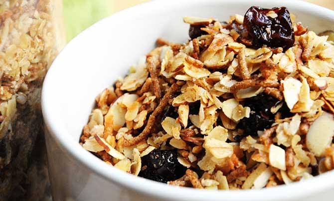 Cuidado com as calorias da granola, 4 colheres de sopa equivalem a um pão francês