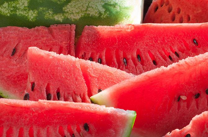 A melancia traz benefícios principalmente para o coração e para os rins