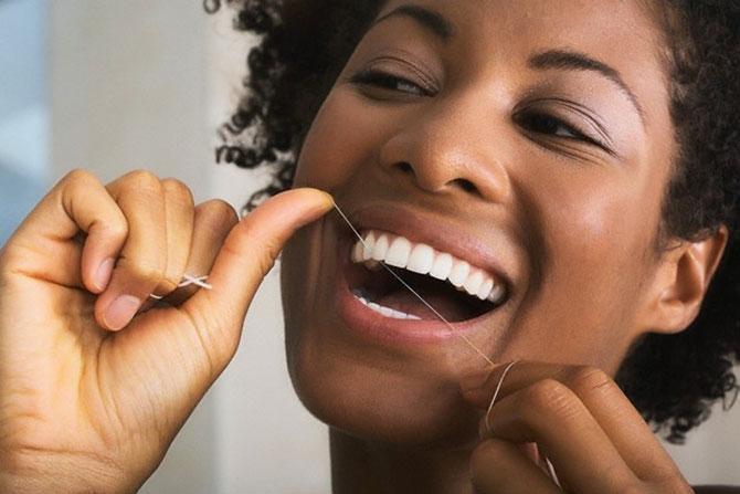 A melhor maneira de evitar esses problemas é mantendo uma boa higiene bucal.