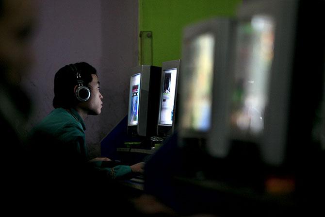 Cerca de 7,1% da população da Ásia é viciada em internet.