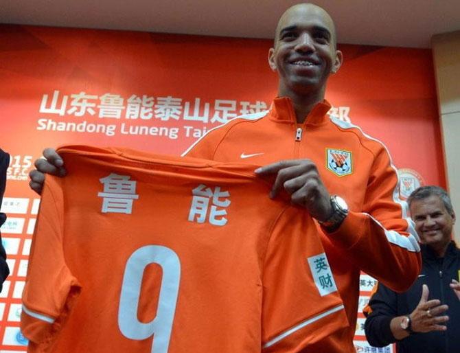 Diego Tardelli é o primeiro jogador que atua no futebol chinês a ser convocado para Seleção brasileira (Foto: Reprodução)