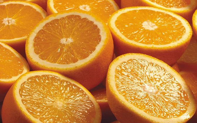 A Laranja é uma fruta cítrica popular que traz diversos benefícios