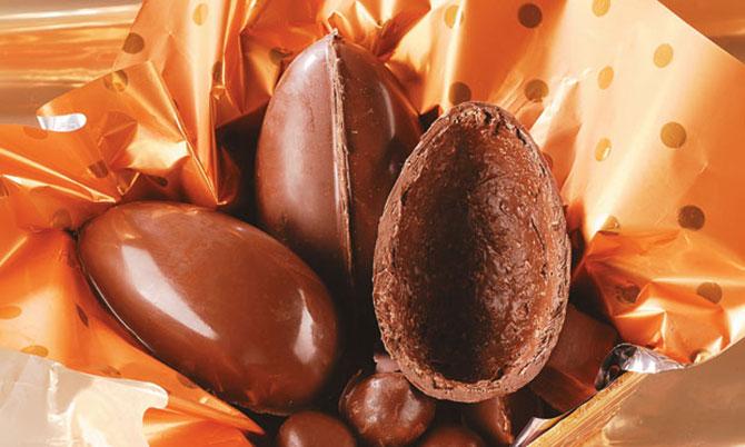 Os primeiros ovos de chocolate, eram ovos normais que tinham a clara e a gema retirada e depois eram cobertos por chocolate