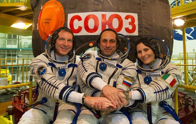 Terry, Anton e Samantha são os únicos três humanos fora do planeta