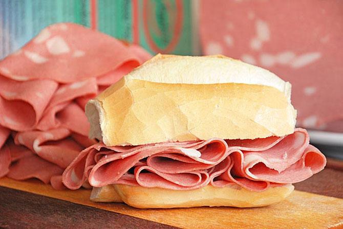 O pão com mortadela é uma das combinações mais amadas pelo brasileiro (Imagem: Reprodução)